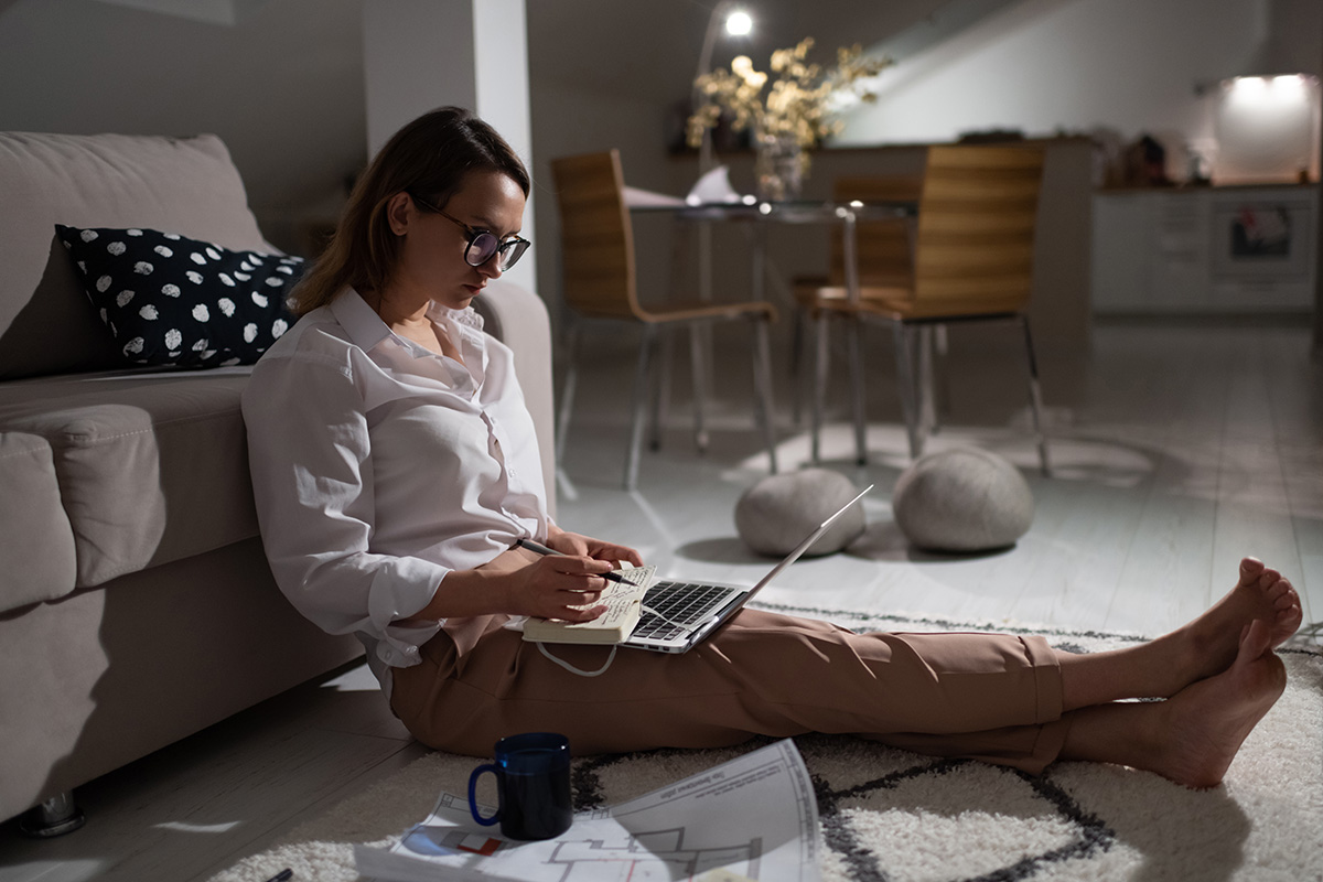 busy woman working remotely from home PBJCL5N